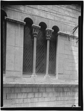 Imatge 1079846 - Finestres coronelles de La Fontana d'Or
