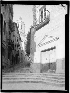 Imatge 1079870 - Escales de la pujada de la Catedral i porta d'entrada a La Pabordia, Girona