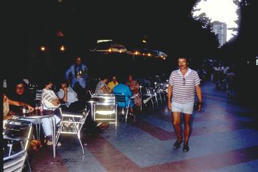 Imatges del reportatge 780010 - Turista visitant Girona
