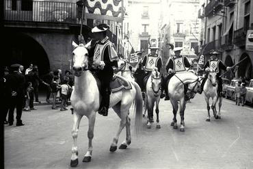 Imatges del reportatge 779599 - Homes a cavall per Girona