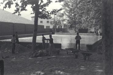 Imatges del reportatge 779150 - Homes treballant en una pista