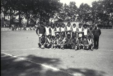 Imatges del reportatge 779171 - Partit de futbol a l'estadi de la Joventut de la Devesa