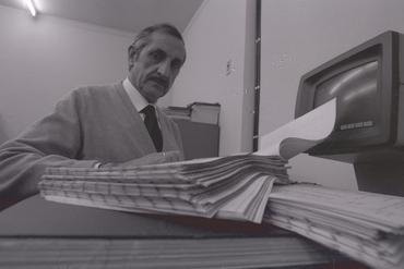 Imatges del reportatge 782826 - Home treballant en un despatx