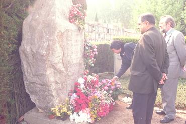 Imatges del reportatge 780837 - Ofrenes florals al cementiri per Tots Sants