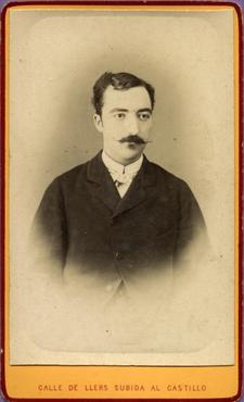 Imatge 47385 - Retrat d'un home amb bigoti