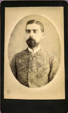 Imatge 47387 - Retrat d'un home amb barba
