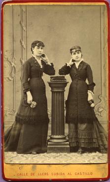 Imatge 47393 - Retrat de dues noies
