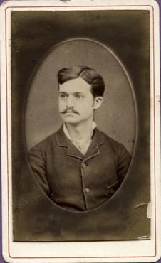 Imatge 47396 - Retrat d'un home amb bigoti