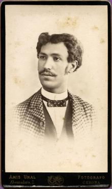 Imatge 47398 - Retrat d'un home amb bigoti