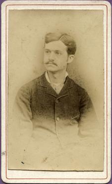 Imatge 47401 - Retrat d'un home amb bigoti