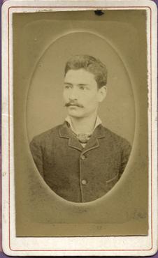 Imatge 47403 - Retrat d'un home amb bigoti