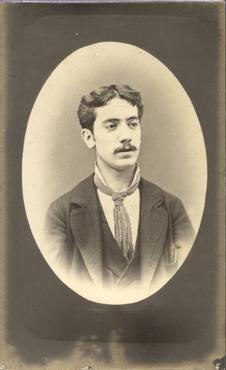 Imatge 47407 - Retrat d'un home amb bigoti