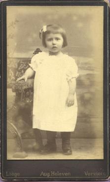 Imatge 47441 - Retrat d'una nena