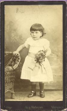 Imatge 47445 - Retrat d'una nena