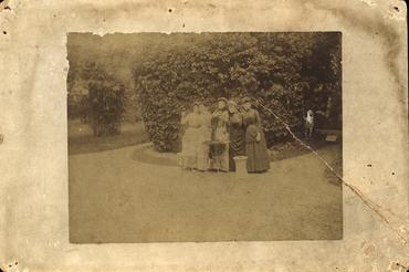 Imatge 47453 - Retrat de cinc noies