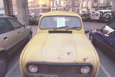 Imatges del reportatge 780897 - Cotxe abandonat sota les vies