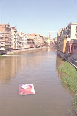 Imatges del reportatge 780975 - Pintura de Joan Descarga al riu Onyar