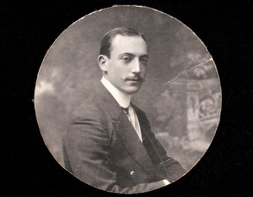 Imatge 51924 - Retrat d'un home amb bigoti