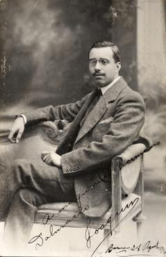 Imatge 51934 - Retrat d'home amb bigoti i ulleres
