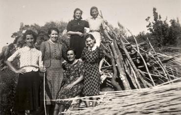 Imatge 51943 - Retrat d'un grup de noies