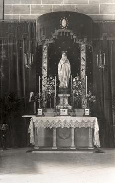 Imatge 51950 - Altar amb la imatge de la verge de Lourdes