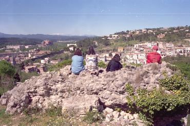Imatges del reportatge 781148 - Visitants a la muralla de Girona