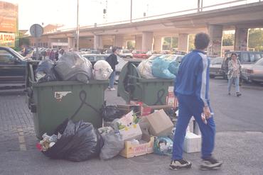 Imatges del reportatge 781157 - Contenidors plens d'escombraries
