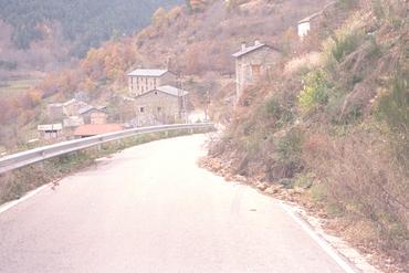 Imatges del reportatge 781225 - Esllavissada a la carretera de Fornells de la Muntanya