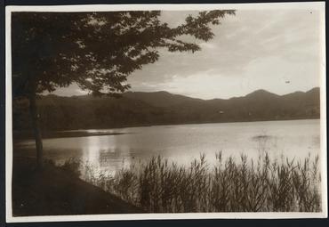 Imatge 54793 - Vista parcial de l'estany de Banyoles