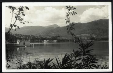Imatge 54801 - Postal d'una vista parcial de l'estany de Banyoles amb pesqueres