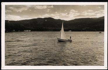 Imatge 54810 - Navegant amb barca de vela a l'estany de Banyoles