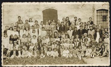Imatge 54849 - Grup de nenes de diverses edats
