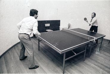 Imatges del reportatge 782758 - Arcadi Calzada jugant a ping pong