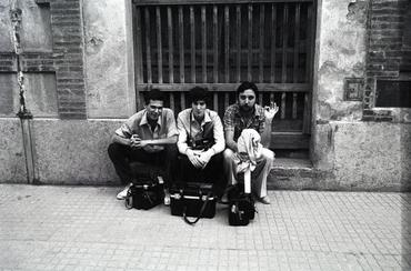 Imatges del reportatge 777732 - Dani Duch i Joan Comalat asseguts al carrer