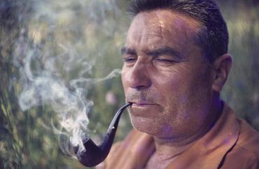 Imatges del reportatge 1122550 - Retrat d'un home amb una pipa