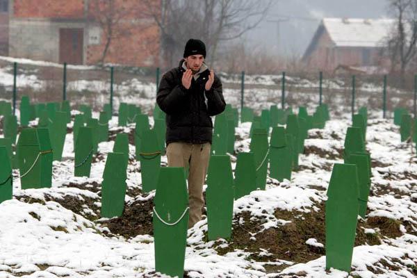 Srebrenica: el silenci de la memòria Miquel i Isaac Ruiz